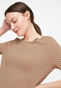 comma - Print T-shirt - tobacco knit structure - 3