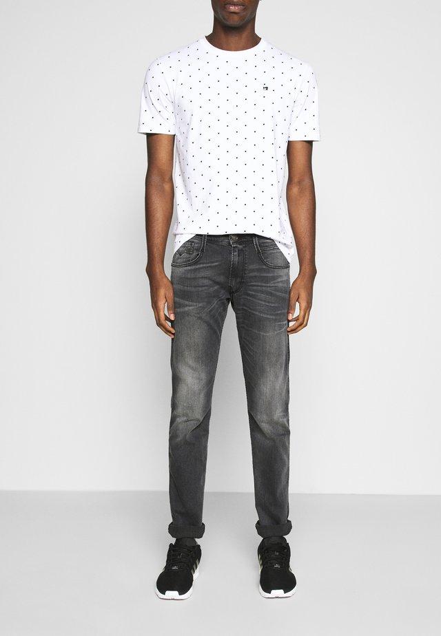 ANBASS - Slim fit -farkut - dark grey