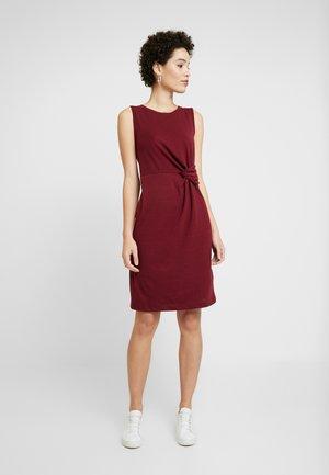 Shift dress - bell burgundy