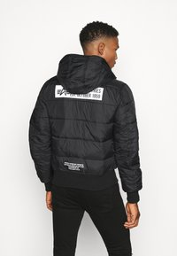 Alpha Industries - HOODED PUFFER - Chaqueta de entretiempo - black - 2