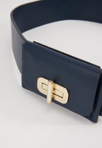 Tommy Hilfiger - TURNLOCK BELT - Pásek - blue - 2