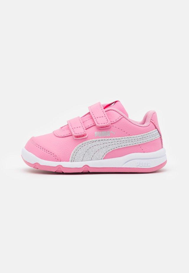 STEPFLEEX 2 UNISEX - Obuwie treningowe - sachet pink/silver/white