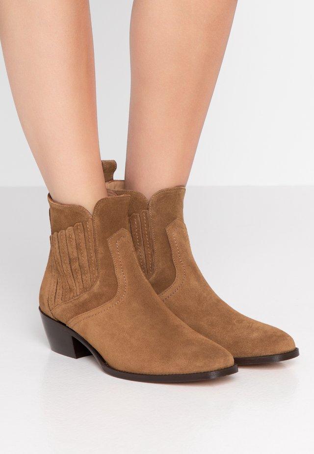 Ankle boots - noisette