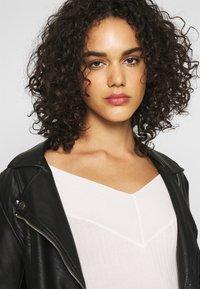 Even&Odd - BARDOT NECKLINE - Sweter - white - 3