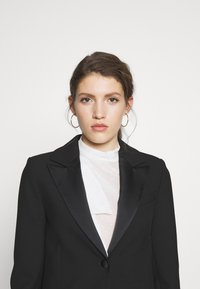 Victoria Victoria Beckham - TUXEDO JACKET - Manteau court - black - 3