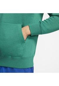 Nike Sportswear - CLUB HOODIE - Hættetrøjer - mystic green/mystic green/white - 6