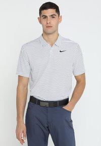 Nike Golf - DRY ESSENTIAL STRIPE - T-shirt de sport - white/black - 0