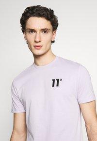 11 DEGREES - CORE  - Camiseta básica - evening haze lilac - 4
