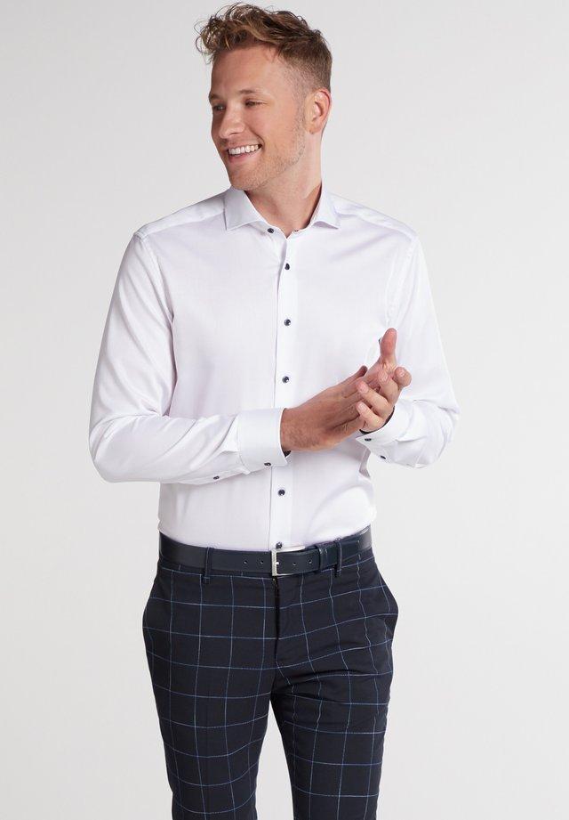 SLIM FIT - Zakelijk overhemd - weiß