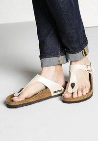Birkenstock - GIZEH GRACEFUL - Sandalias de dedo - white - 0