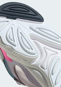 adidas Originals - OZWEEGO LITE W - Trainers - purple - 6