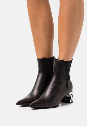 BLOK CHELSEA BOOT - Korte laarzen - black