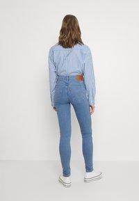 Levi's® - MILE HIGH SUPER SKINNY - Jeans Skinny Fit - naples stone - 2