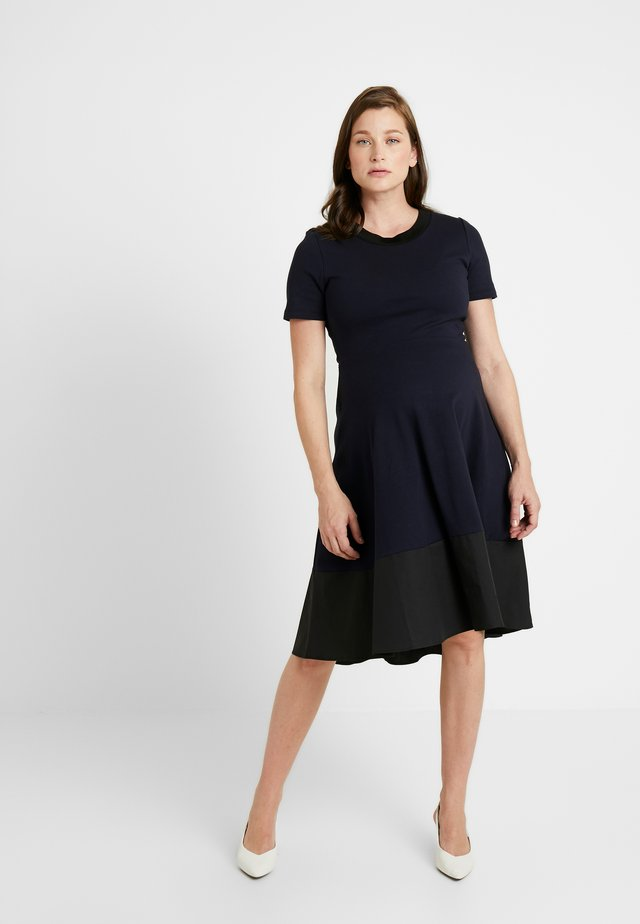 FRANKIE HIGH LOW DRESS - Žerzejové šaty - navy/black
