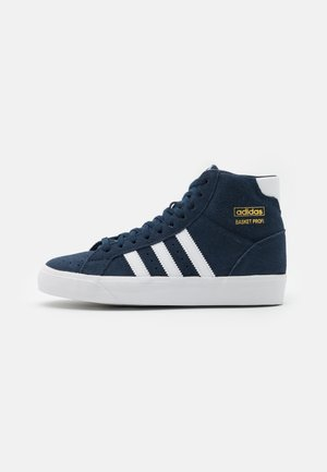 BASKET PROFI SPORTS INSPIRED VULCANIZED SHOES - Zapatillas - collegiate navy/footwear white/gold metallic