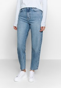 Gina Tricot - MOM - Relaxed fit jeans - mid blue - 0
