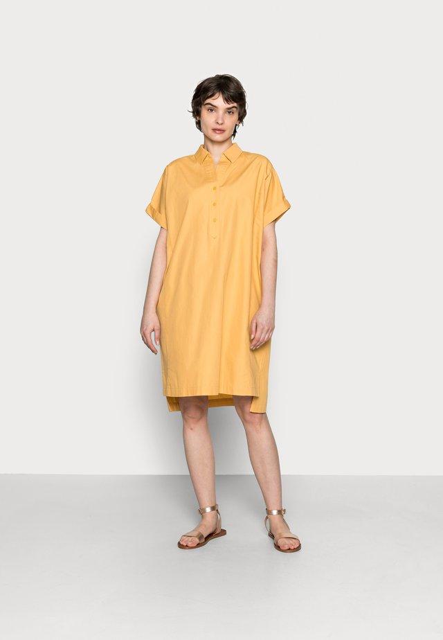WAJONI - Skjortekjole - golden hay