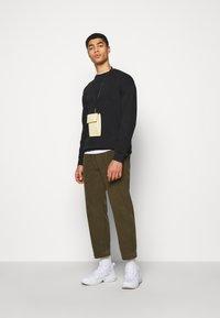 Han Kjøbenhavn - ARTWORK CREW - Sweatshirt - faded black - 1