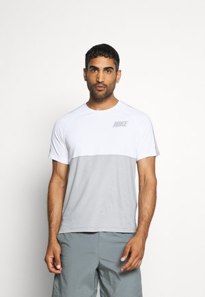 DRY - T-shirt med print - smoke grey/light smoke grey