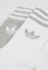 adidas Originals - SOLID CREW 2 PACK - Ponožky - medium grey heather/white - 2