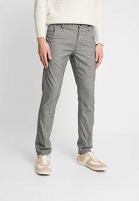Selected Homme - SLHSLIM STORM FLEX SMART PANTS - Pantalones - grey - 0