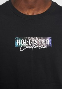 Hollister Co. - LARGE SCALE TECH LOGO  - Long sleeved top - black - 5