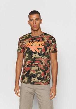 OVERBY - Print T-shirt - dark green/brown