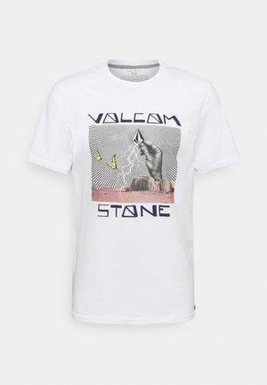 STONE STRIKE TEE - Print T-shirt - white