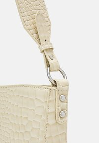 HVISK - AMBLE CROCO - Handbag - soft offwhite - 3