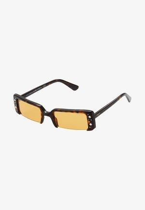 GIGI HADID SOHO - Gafas de sol - dark havana