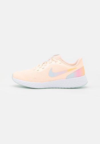 REVOLUTION 5 - Neutral running shoes - crimson tint/multicolor/glacier blue/white