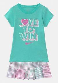 Nike Sportswear - PIXEL POP SCOOTER SET - Falda acampanada - mint - 0