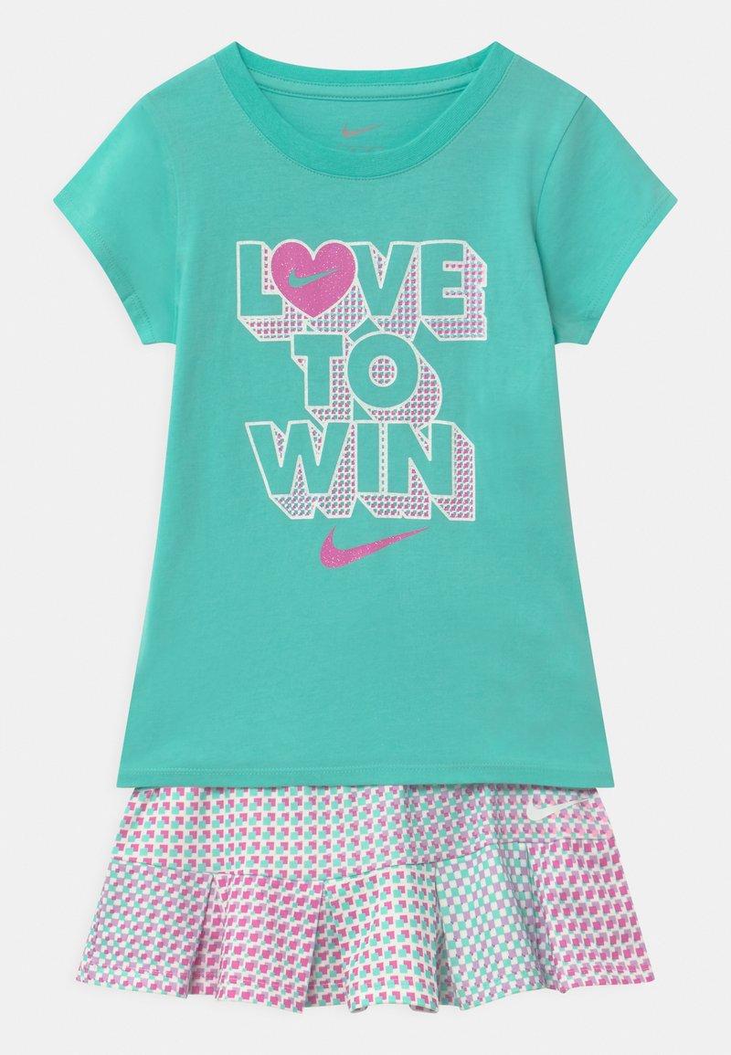 Nike Sportswear - PIXEL POP SCOOTER SET - Falda acampanada - mint
