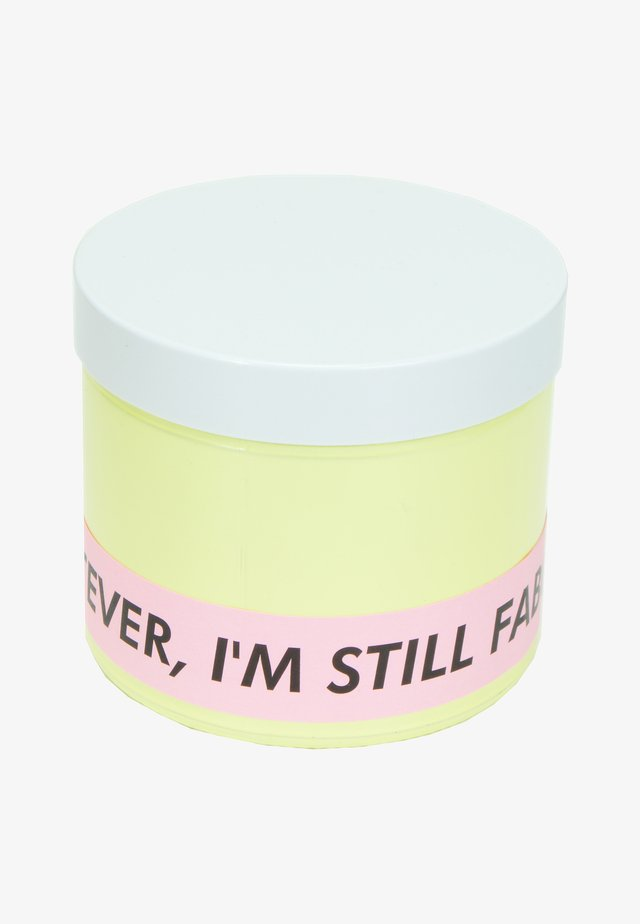 CANDLE - Geurkaars - whatever i'm still fabulous - yellow peach prosecco