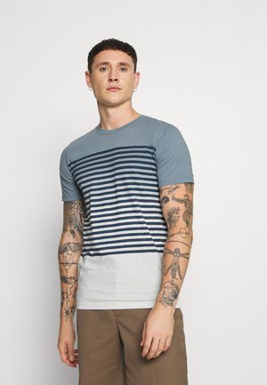 JORGRADE TEE CREW NECK - Print T-shirt - ashley blue