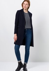 zero - MIT KLAPPENTASCHEN - Short coat - dark blue - 1