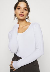 ONLY Petite - ONLLIVELOVE LIFE O NECK 2 PACK - Long sleeved top - black/white - 4