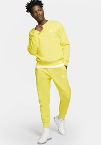 Nike Sportswear - CLUB - Tracksuit bottoms - opti yellow/opti yellow/white - 1