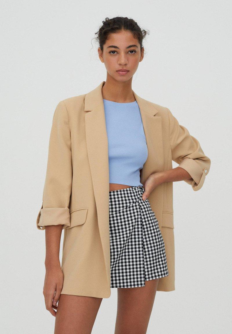 PULL&BEAR - Krótki płaszcz - brown