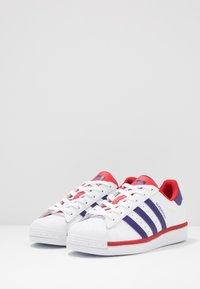 adidas Originals - SUPERSTAR - Sneakers laag - footwear white/purple/scarlet - 2
