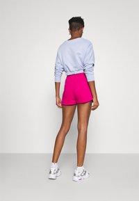 Nike Sportswear - Shorts - fireberry/white - 2