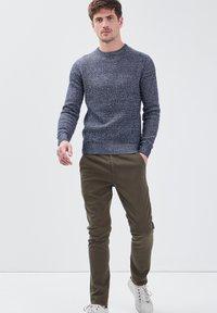 BONOBO Jeans - UMWELTFREUNDLICHE - Chinos - vert kaki - 3