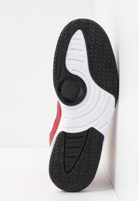 Jordan - MAX AURA - Korkeavartiset tennarit - gym red/black/white - 4