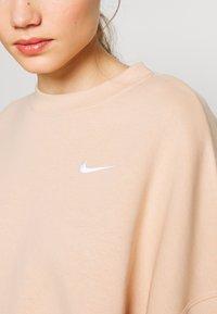 Nike Sportswear - CREW TREND - Sweatshirt - shimmer/white - 4