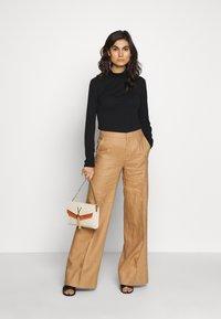 Benetton - TROUSERS - Spodnie materiałowe - beige - 1