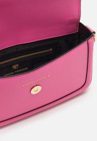 CHIARA FERRAGNI - RANGE EYELIKE FRAME - Handbag - sachet pink - 2