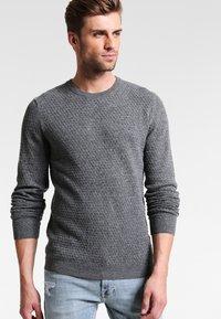 Pier One - Stickad tröja - mottled grey - 0