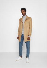 Strellson - NEW - Klasický kabát - camel - 1