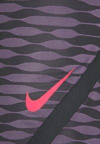 Nike Performance - STRIKE - Urheilushortsit - black/dark raisin/siren red - 6