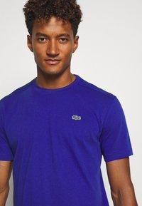 Lacoste Sport - HERREN - T-shirt - bas - cosmic - 3